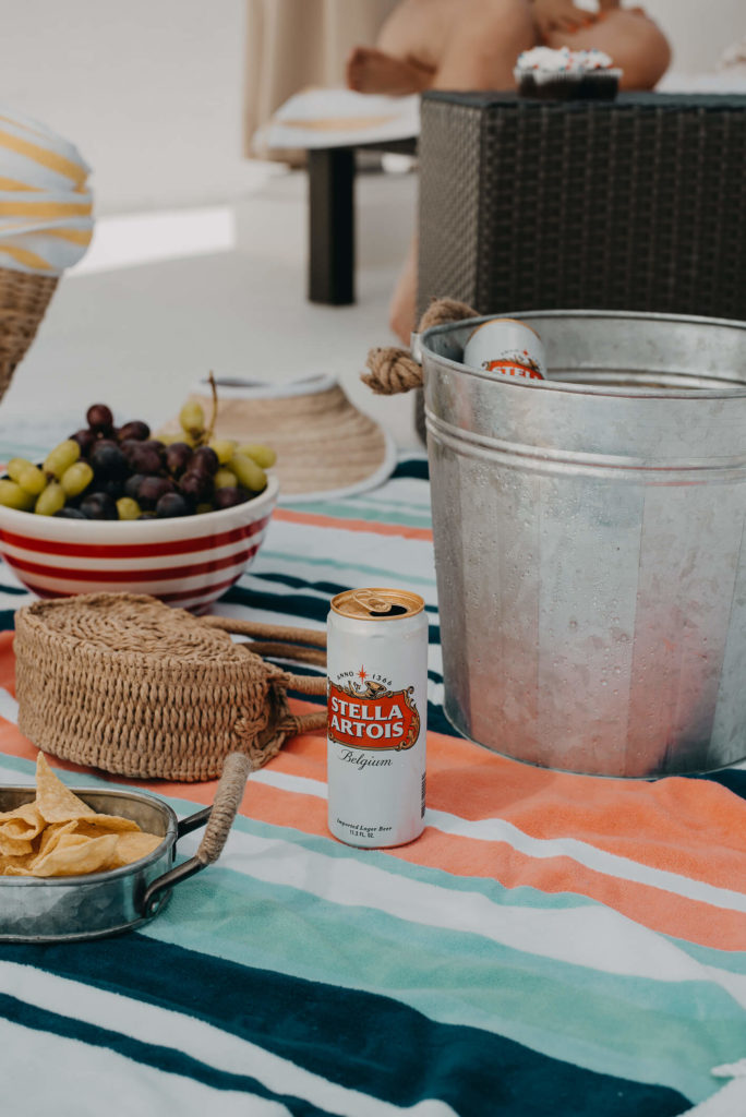 nacks como, chips & guac, grapes, cupackes and some fruits, and yes no everybody loves beer