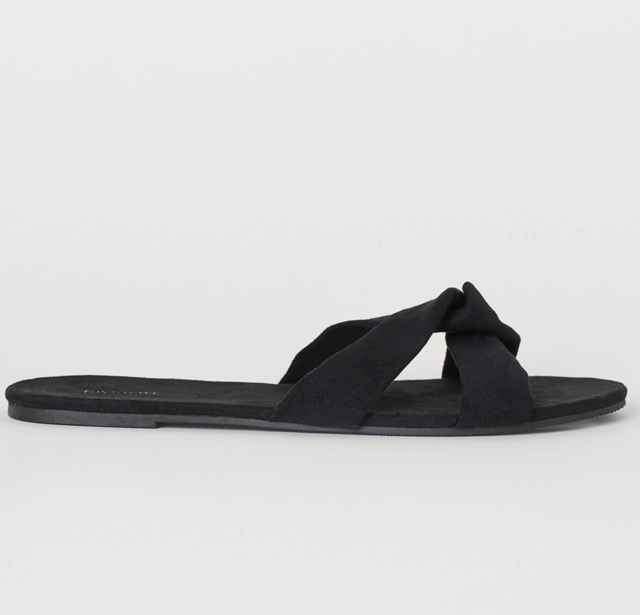 Sandalias en gamuza sintética con tiras cruzadas. Plantillas en gamuza sintética y suelas en caucho termoplástico for this summer