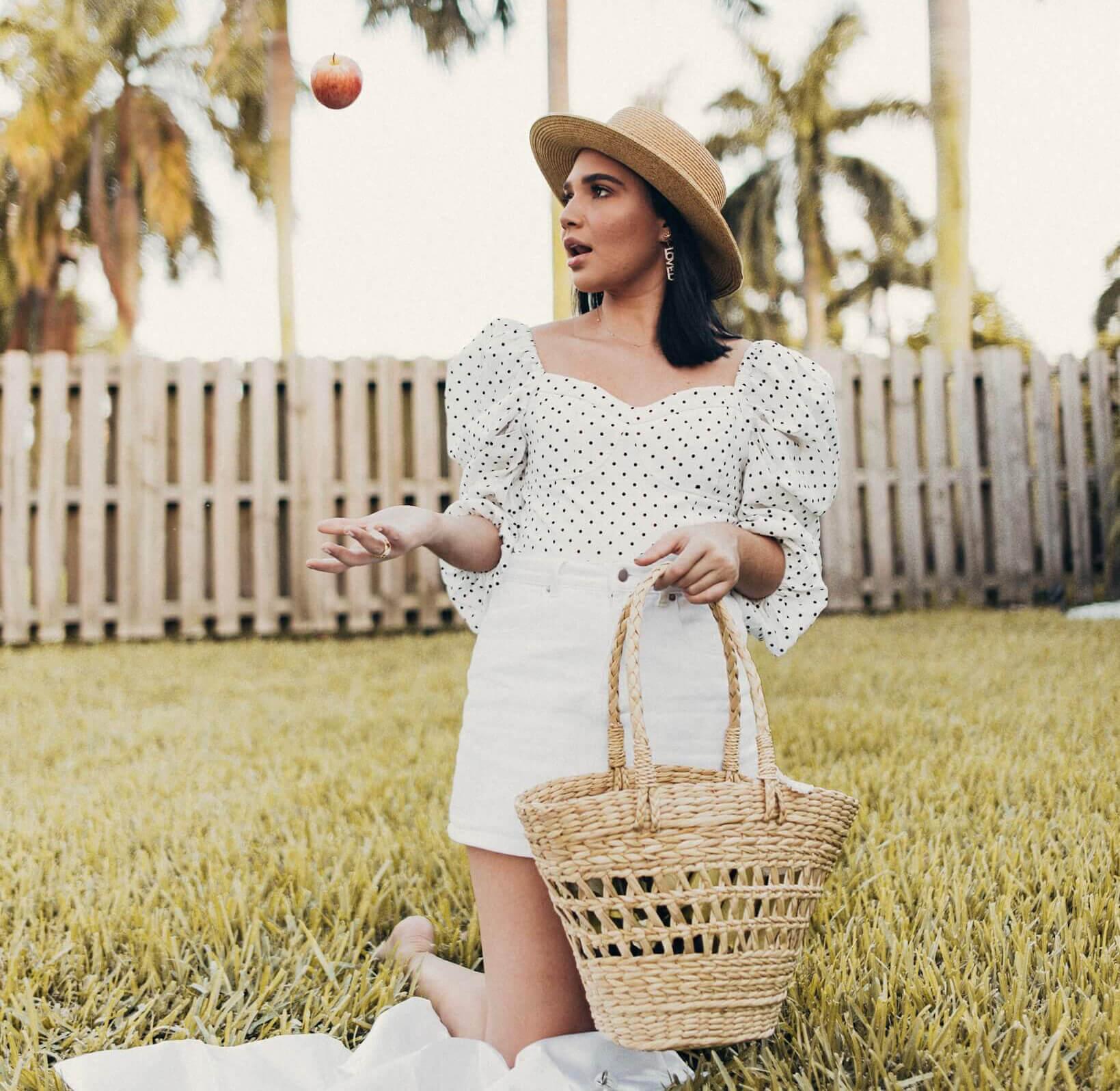 Una falda de mezclilla blanca con bolsillos delanteros, super cómoda y genial para lucir en mi picnic